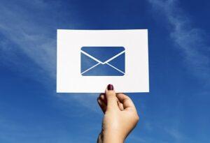 Contacter un service client par e-mail pour obtenir des renseignements